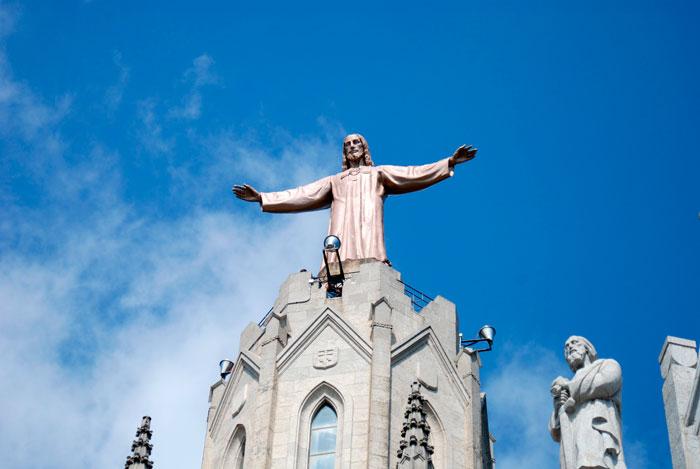 скульптура Христа на горе Тибидабо