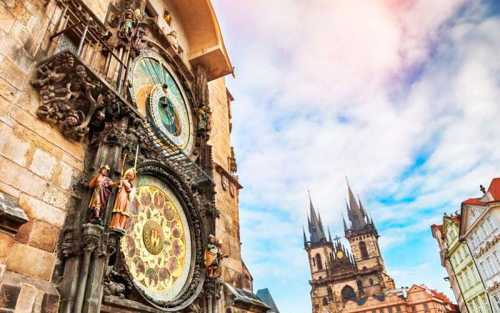 сколько времени в Чехии