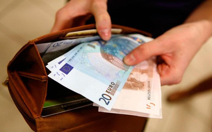 какую валюту брать в Грецию
