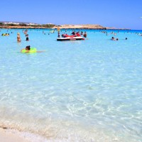 Лучшие пляжи Айя-Напы: где удобнее всего купаться и загорать